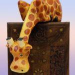 Символ жираф. Значение жирафа. Использование изображения символа: статуэтка, игрушка крючком, брелок, светильник, фотообои с изображением жирафа. Психолог Елена Ковалева.