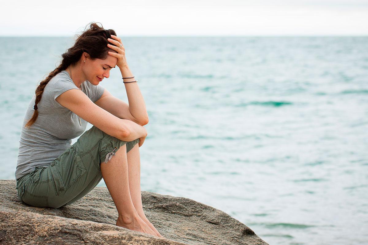 Чувство вины связано с переживанием ответственности за действия, мысли, желания. Избавиться от вины самостоятельно бывает очень трудно. Психолог Елена Ковалева